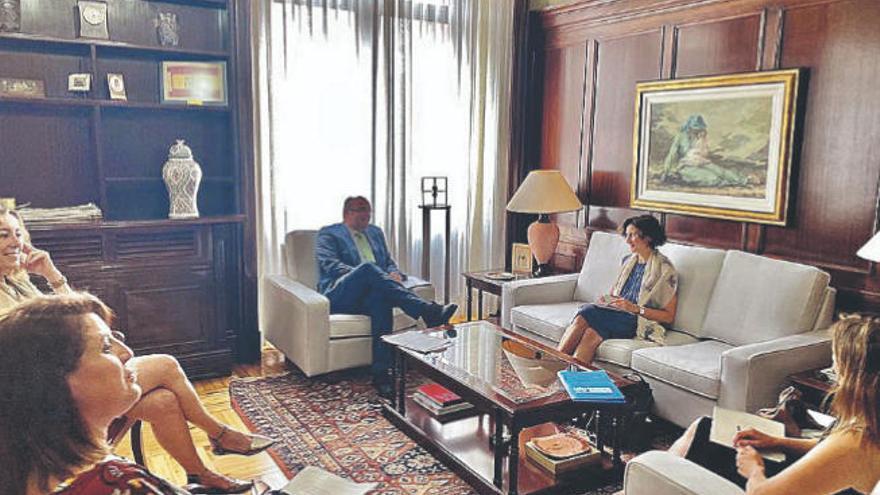 Pestana se reúne con la representante de Acnur en España