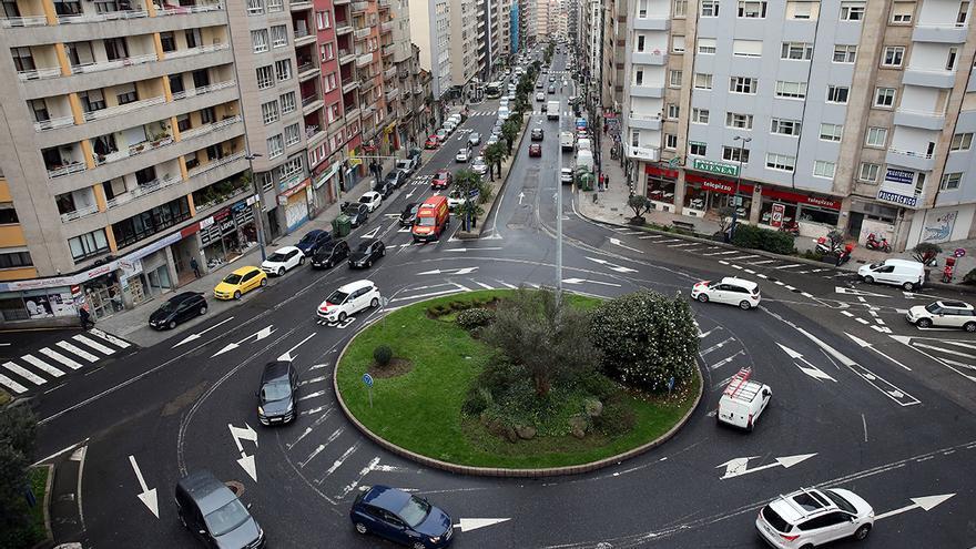 Una joven viguesa se salta un semáforo y acaba con cinco denuncias distintas