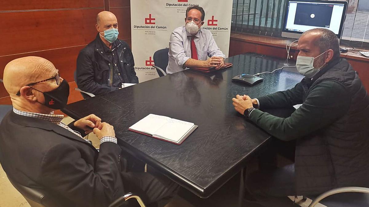 El Diputado del Común, Rafael Yanes, se reunió con la directiva de la Asociación de Vecinos de La Quinta.