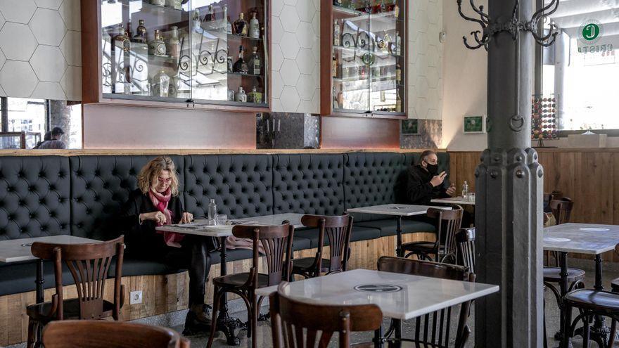 Govern y CAEB pactan que el interior de los restaurantes se abra a partir del día 24