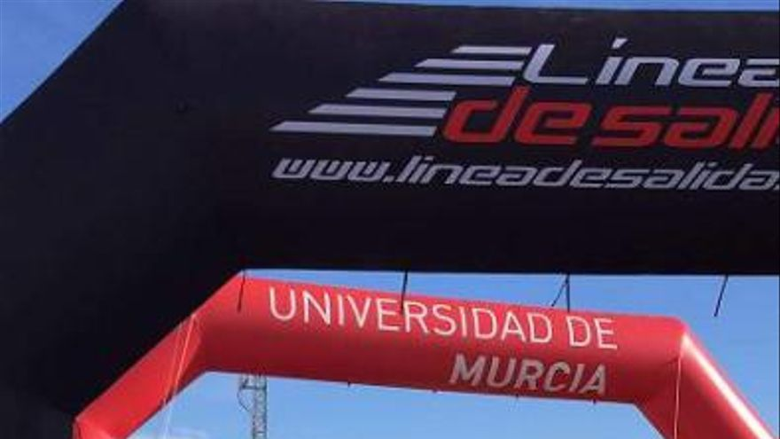 Iván Hernández vuela en la Media Maratón de San Javier