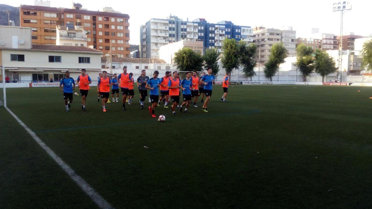 El campo municipal de fútbol de Tavernes de la Valldigna.