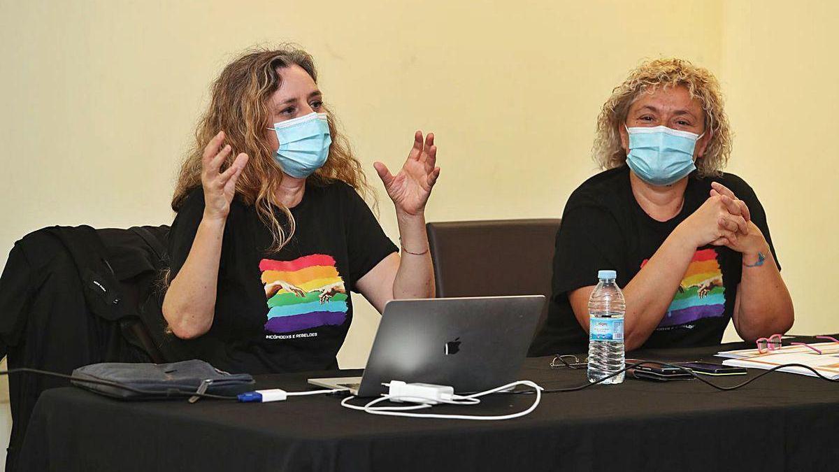 As profesoras Luz Beloso e María José Soto, no obradoiro de onte no IV Foro de Educación.