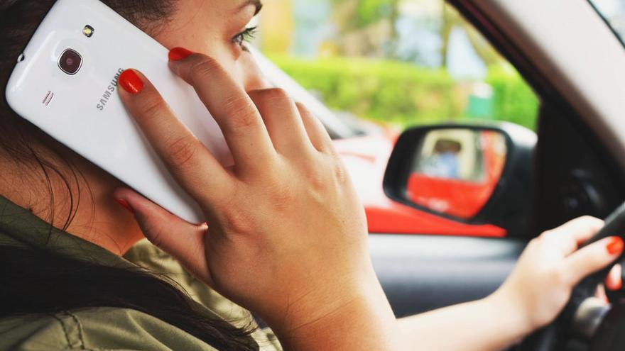 La DGT podría multarte aunque no uses el móvil en el coche