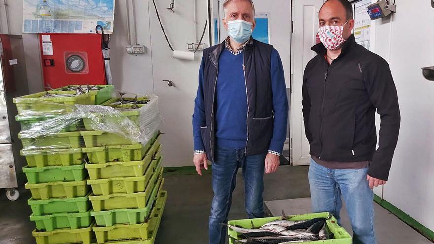Los pescadores de Llanes donan 50 kilos de xarda a 23 familias necesitadas