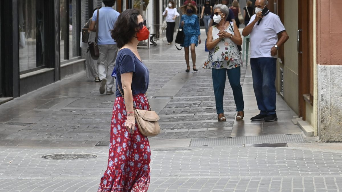 A partir del sábado ya no será necesario llevar mascarilla por la calle si se garantiza entre los peatones la distancia de seguridad, fijada en 1,5 metros.