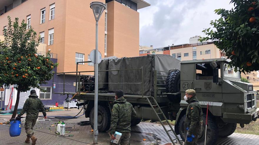 El Ejército desinfecta la residencia de Massanassa afectada por covid