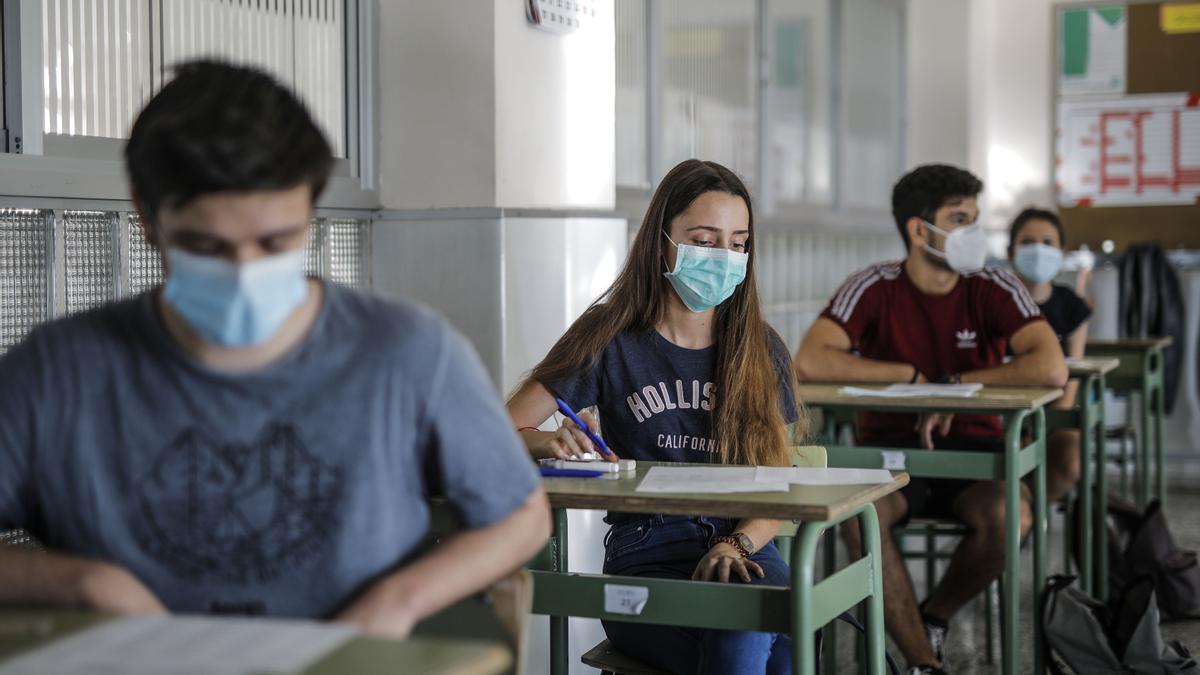 Las universidades ordenan a los estudiantes por la nota media combinada de la EBAU y el Bachillerato.