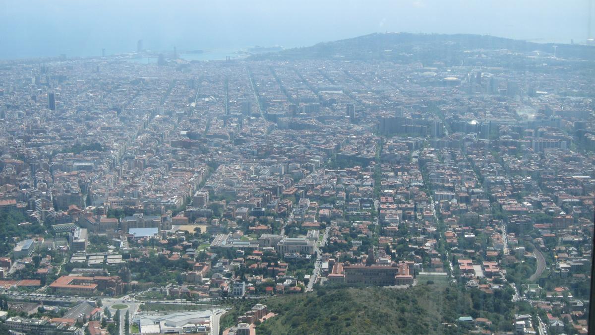 Vista de la ciudad de Barcelona desde la sierra de Collserola.