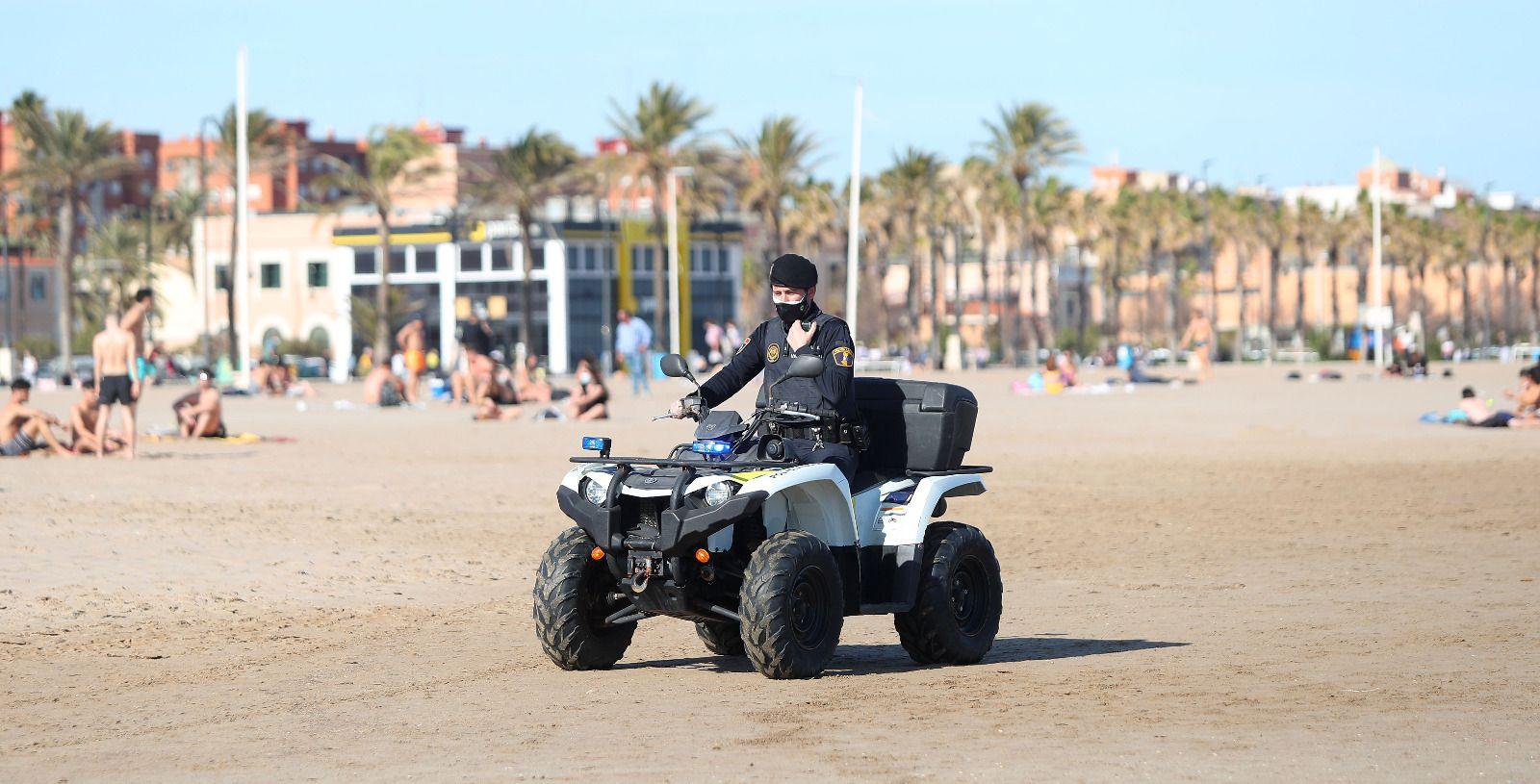 La playa de la Malva-rosa, blindada para evitar aglomeraciones