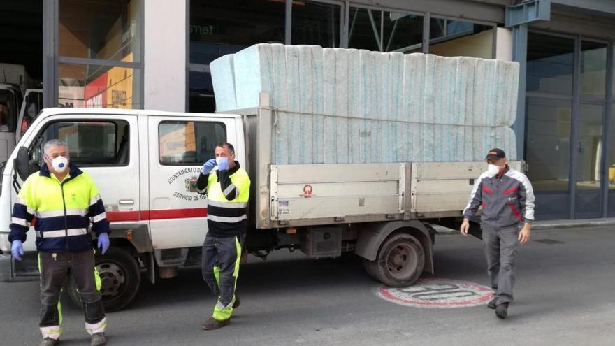 Comienza el equipamiento de la Feria de Muestras de Gijón como hospital de campaña: Carreño envía cien colchones