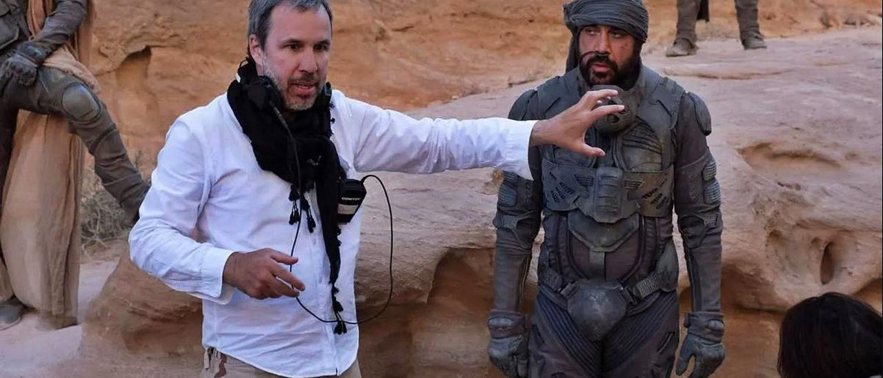 El director canadiense Denis Villeneuve, junto a  Javier Bardem en el rodaje de Dune. nibh tellus vitae