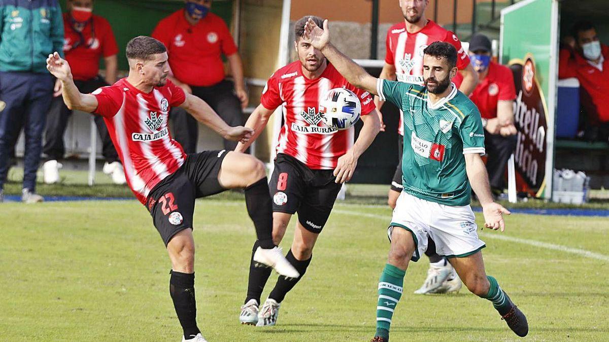 Un momento del partido del Coruxo contra el Zamora del pasado domingo.