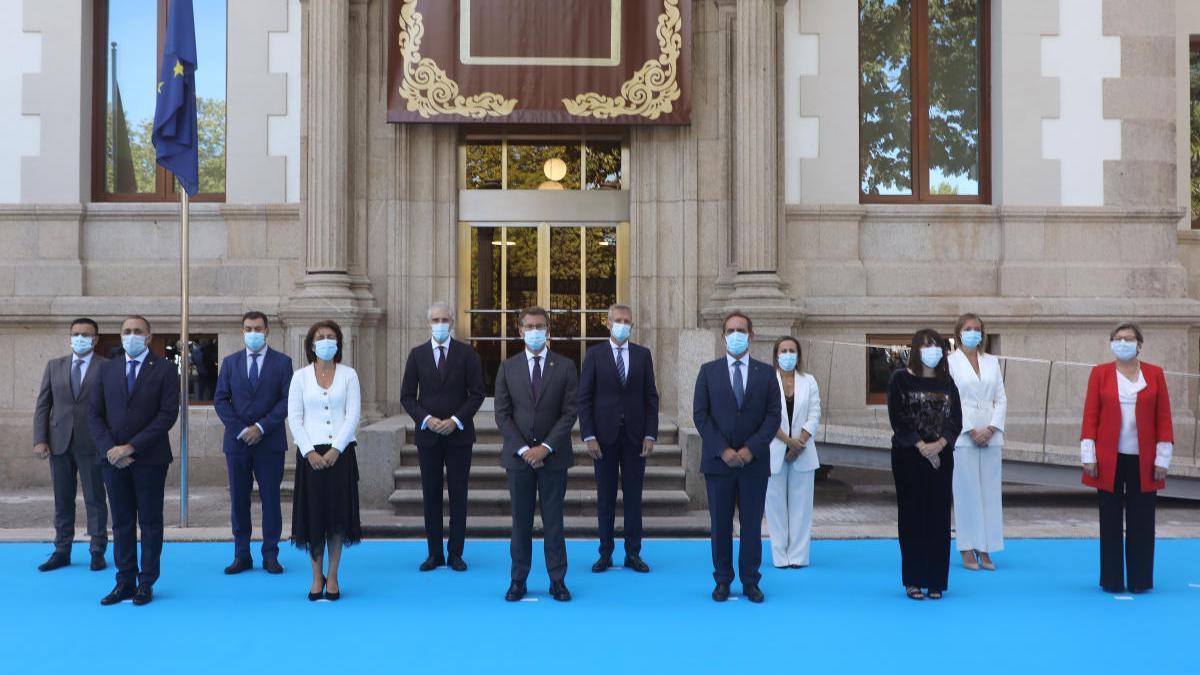 Foto de familia del nuevo Gobierno de Alberto Núñez Feijóo. // Xoan Álvarez