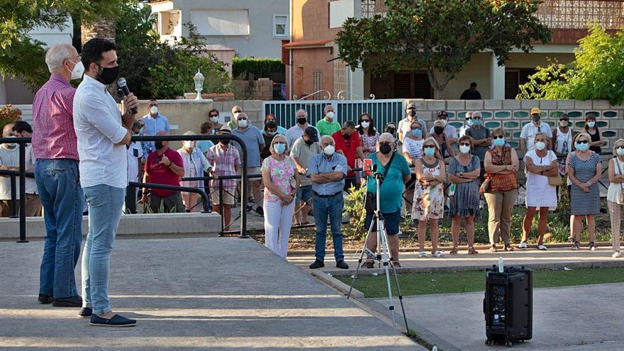 El alcalde     se reúne con los vecinos  de Almardà