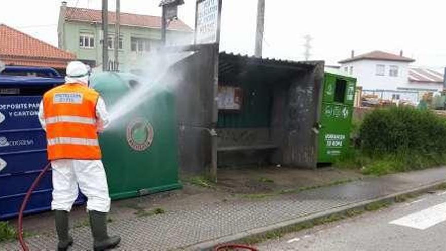 Villaviciosa continúa la desinfección de la zona urbana y extiende las labores en el área rural