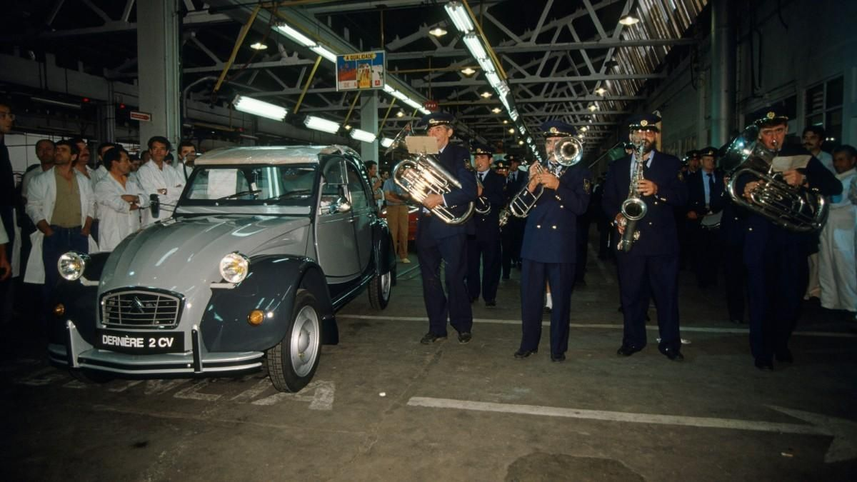 Citroën 2CV: Hace 30 años que salió de fábrica la última unidad de este icono