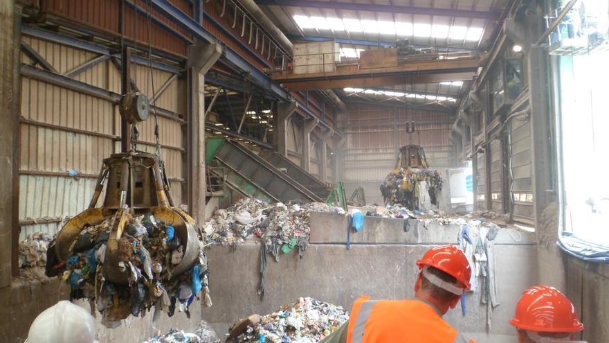 El Consorcio espera acabar este verano con los malos olores de la planta de basuras de El Campello con las obras de remodelación