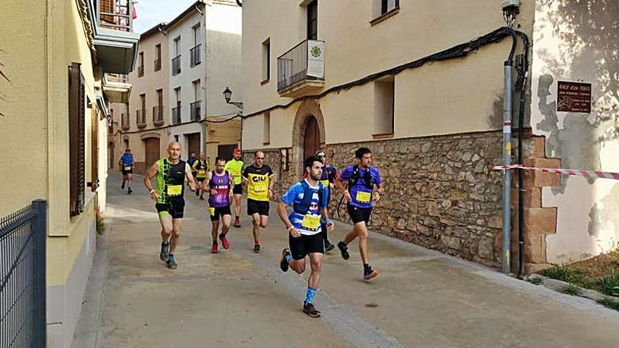 Un total de 4.000 corredors participen a la 33a Cursa de l'Alba a Collbató