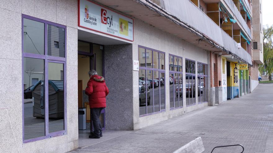 El desempleo baja en Castilla y León en abril un 1,33% y deja la cifra total en 168.720