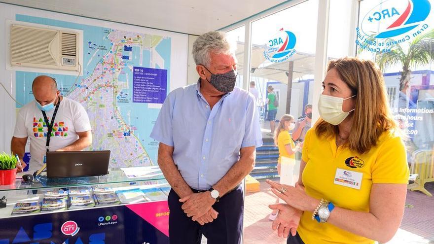 La Concejalía de Turismo abre  una oficina de información en el Muelle Deportivo