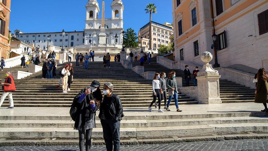 Italia se acerca a los 13.000 casos diarios y supera los 400 muertos por coronavirus
