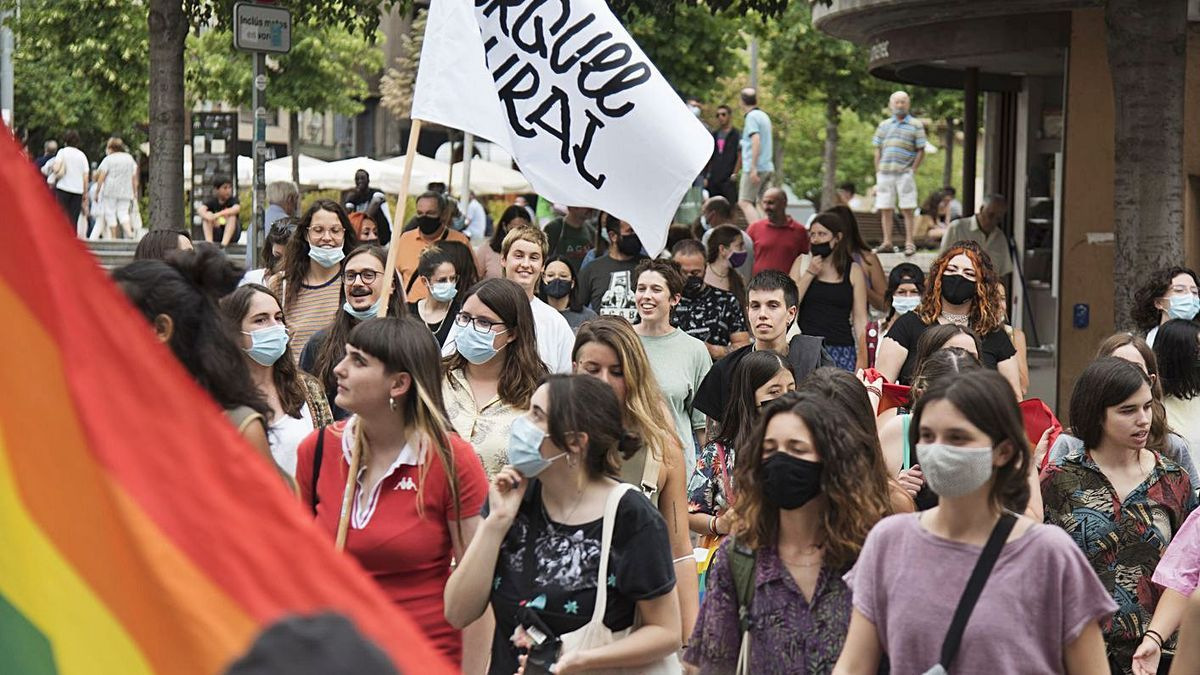 El col·lectiu LGBTI protesta per una millor atenció sanitària - Regió7
