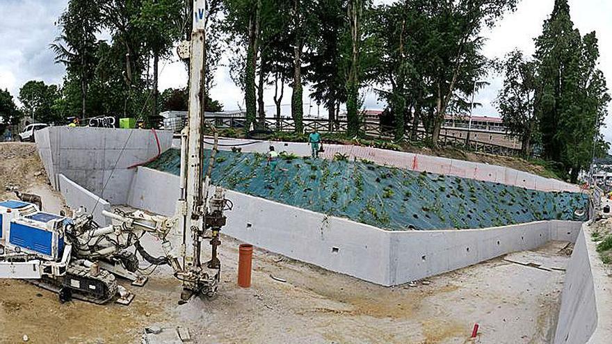Un surgencia de agua a 32º permite poner una fuente termal al lado del Puente Viejo