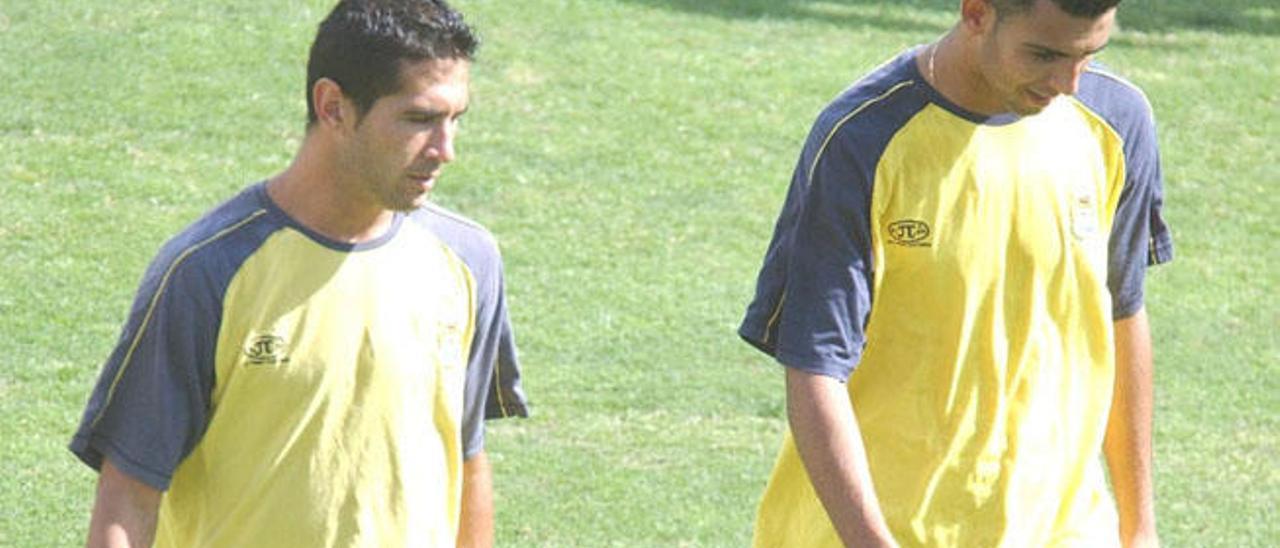 Javi Martel (i) y Nauzet Alemán, en un entrenamiento en 2005.