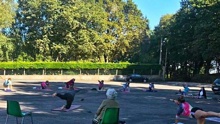 Clases de yoga integral para los vecinos de Catasós