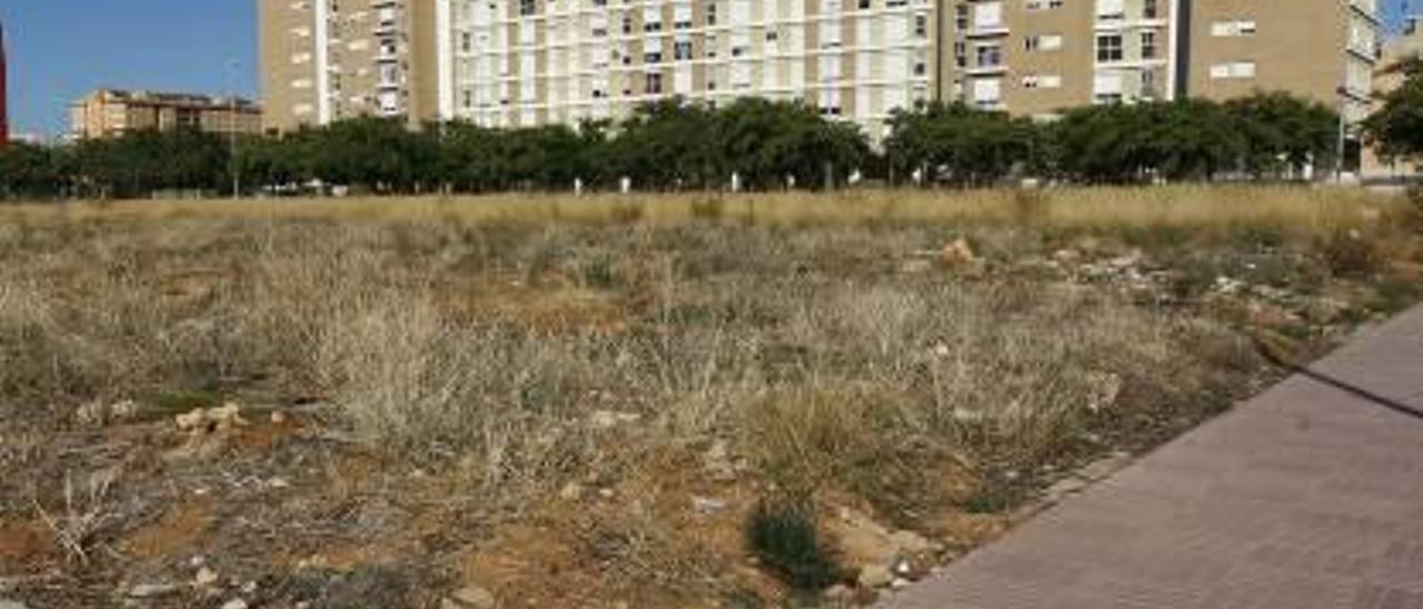Un solar sin edificar en Castelló ciudad.