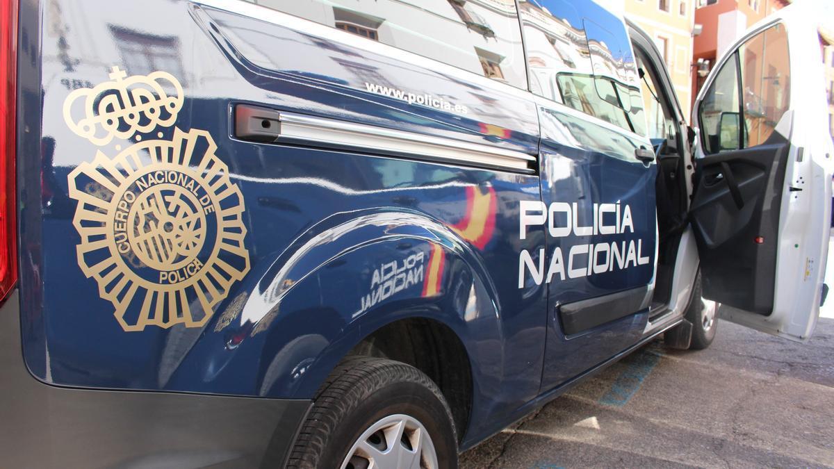 Archivo - Coche patrulla de la Policía Nacional