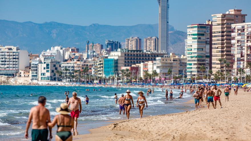 Benidorm prorroga hasta el puente de octubre el control de accesos en las playas