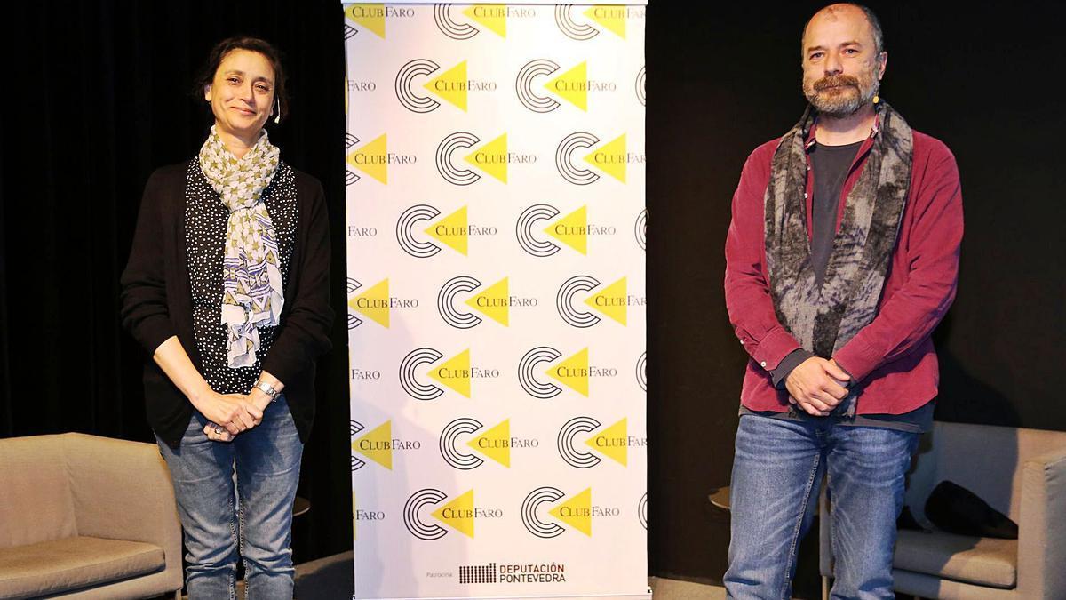 O físico Desi Veiga foi presentado no Club FARO pola astrofísica Ana Ulla. |   // MARTA G. BREA