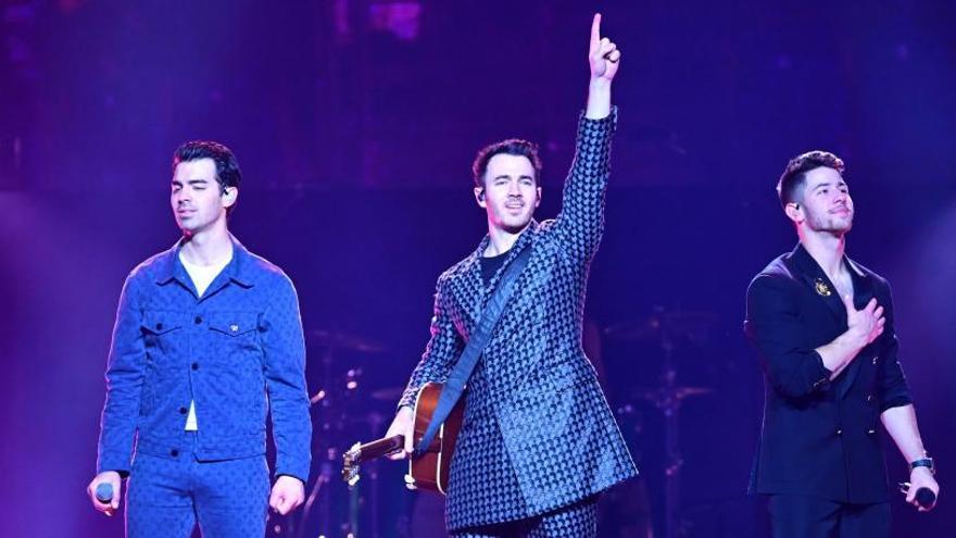 Los Jonas Brothers reavivan el furor adolescente en Madrid