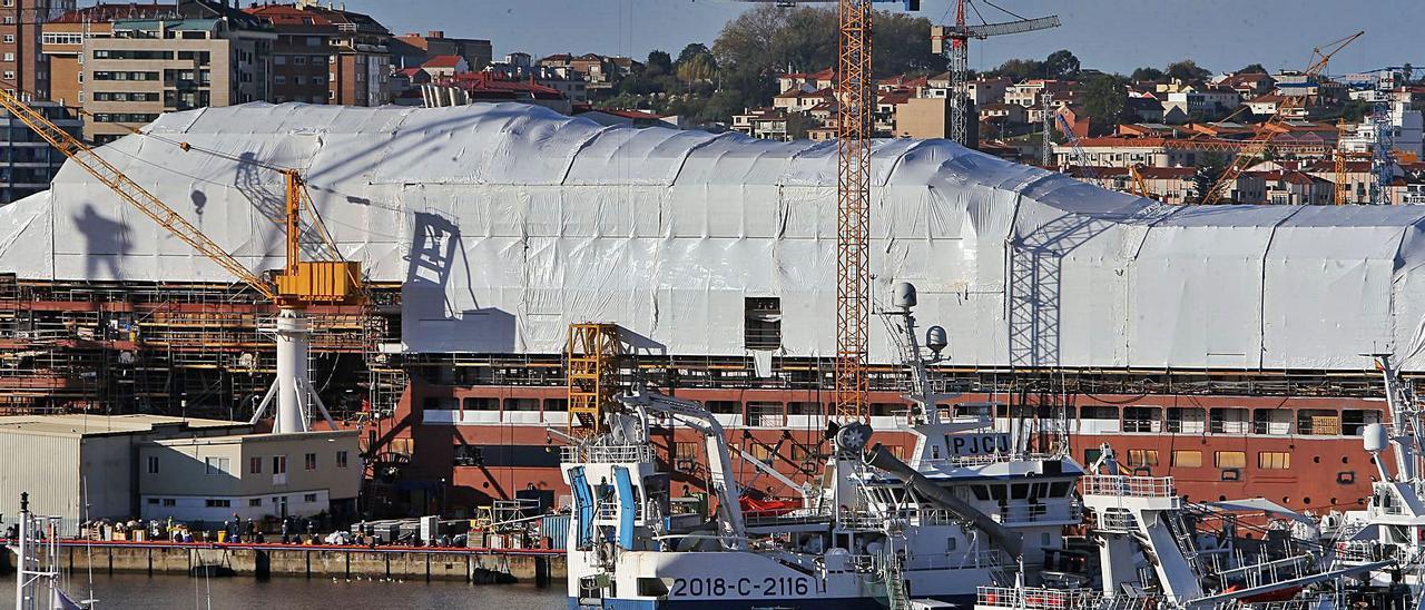La construcción 1705 de Hijos de J. Barreras, cubierta para encarar la última fase de la construcción.     // MARTA G. BREA