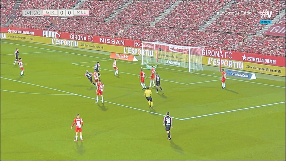 Gol de Salva Sevilla tras tiro cruzado.