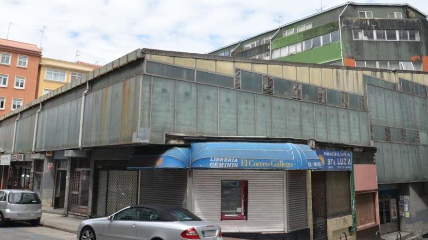 El Parlamento pide ceder a la Xunta espacios en el mercado de Santa Lucía