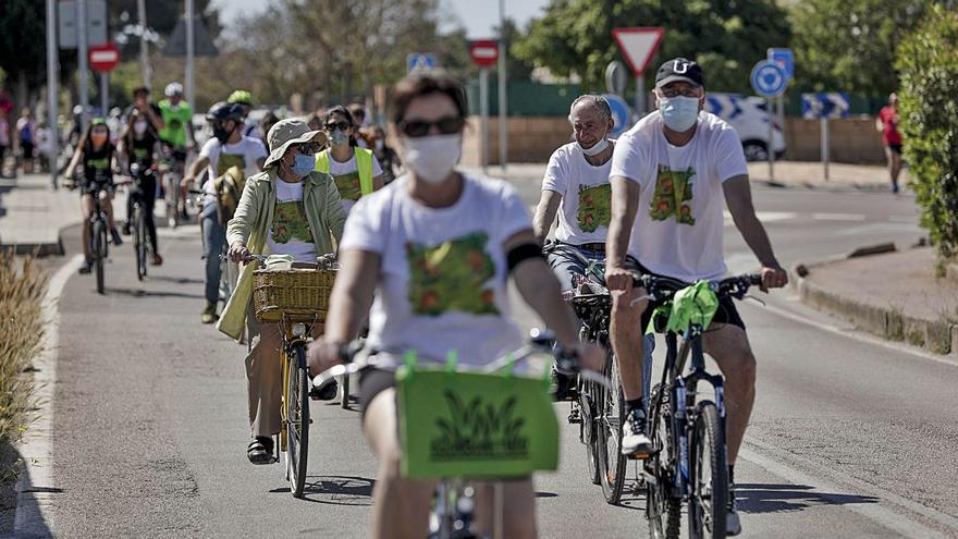 400 ciclistas reivindican el pulmón verde de Son Bonet