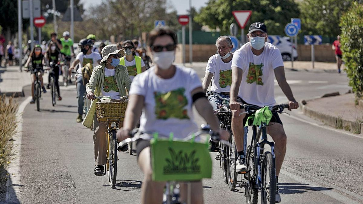 La bicicletada fue organizada por la Plataforma Son Bonet Pulmó Verd.   MANU MIELNIEZUK