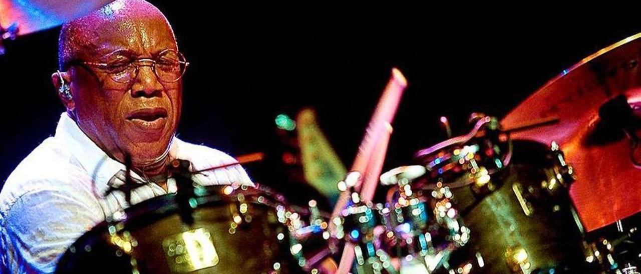 Baterista de jazz fusión Billy Cobham