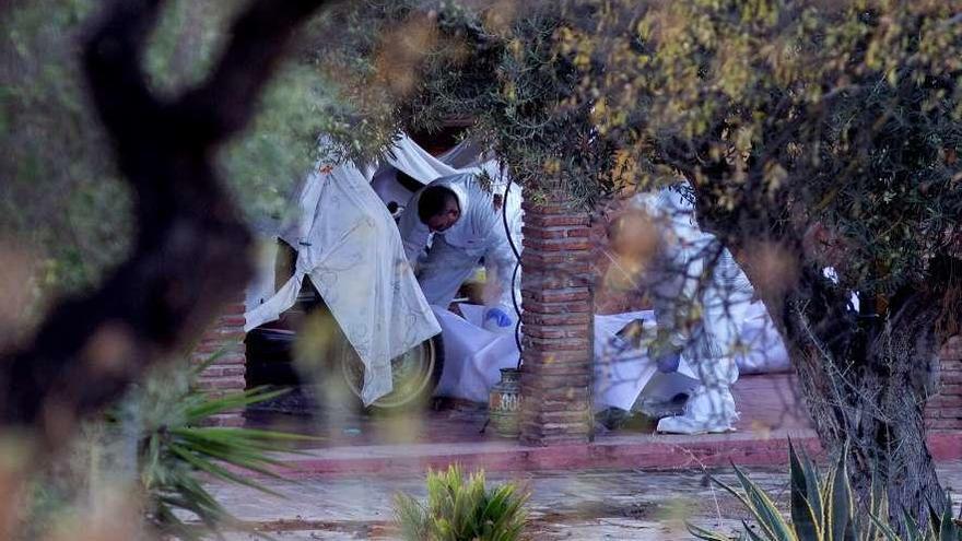 Encuentran los cadáveres de un hombre, su mujer y su suegra en una vivienda de Coín