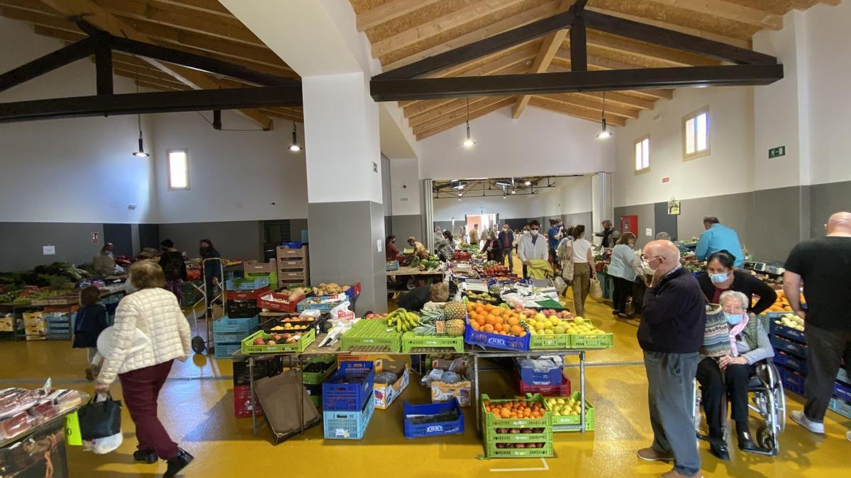 Imagen del interior del 'mercat cobert', reabierto al público el martes tras varios meses de obras de reforma.