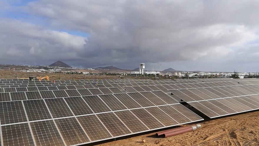 El aeropuerto César Manrique-Lanzarote instala un parque fotovoltaico equivalente a dos campos de fútbol