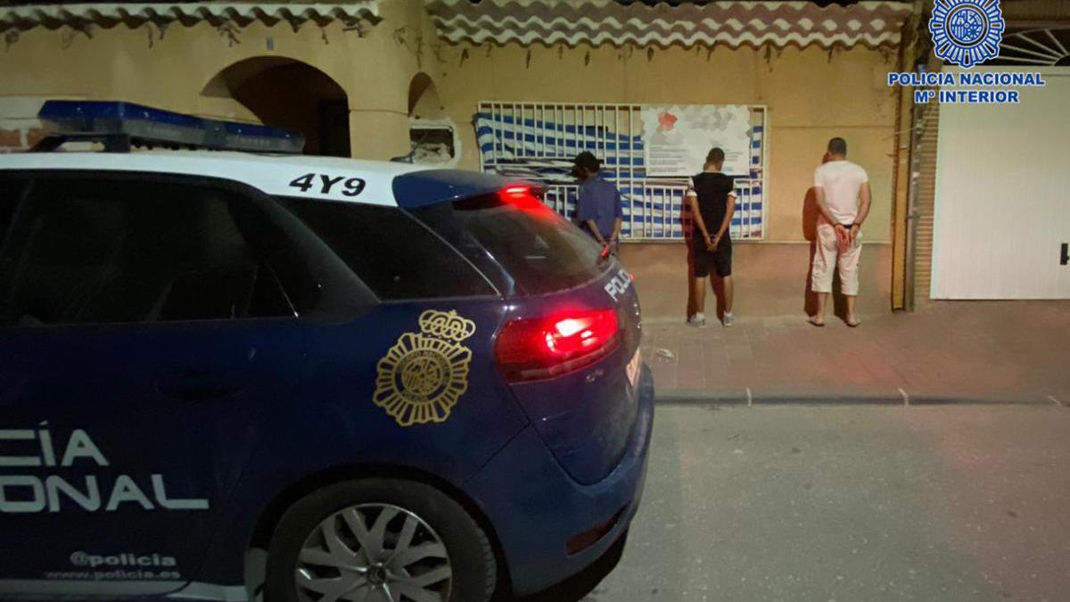 Un vecino evita que tres ladrones roben en la casa de al lado en Murcia