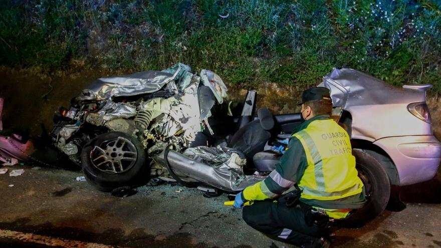 El conductor del coche implicado en el accidente con tres jóvenes fallecidos en Caldas no tenía carné