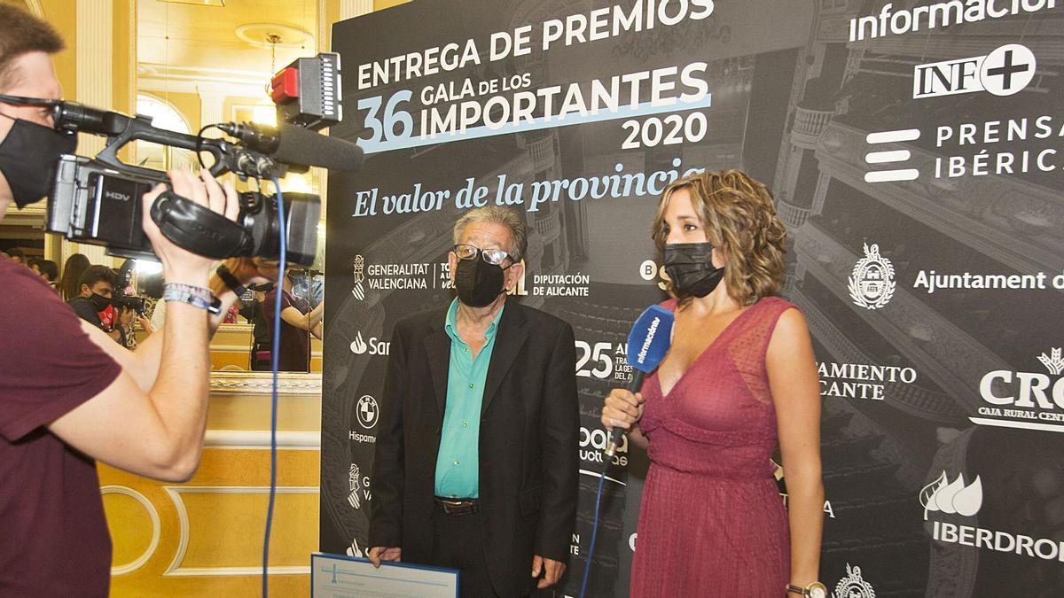 Informaciontv journalist Laura Millán interviews Pedro Rubira,
