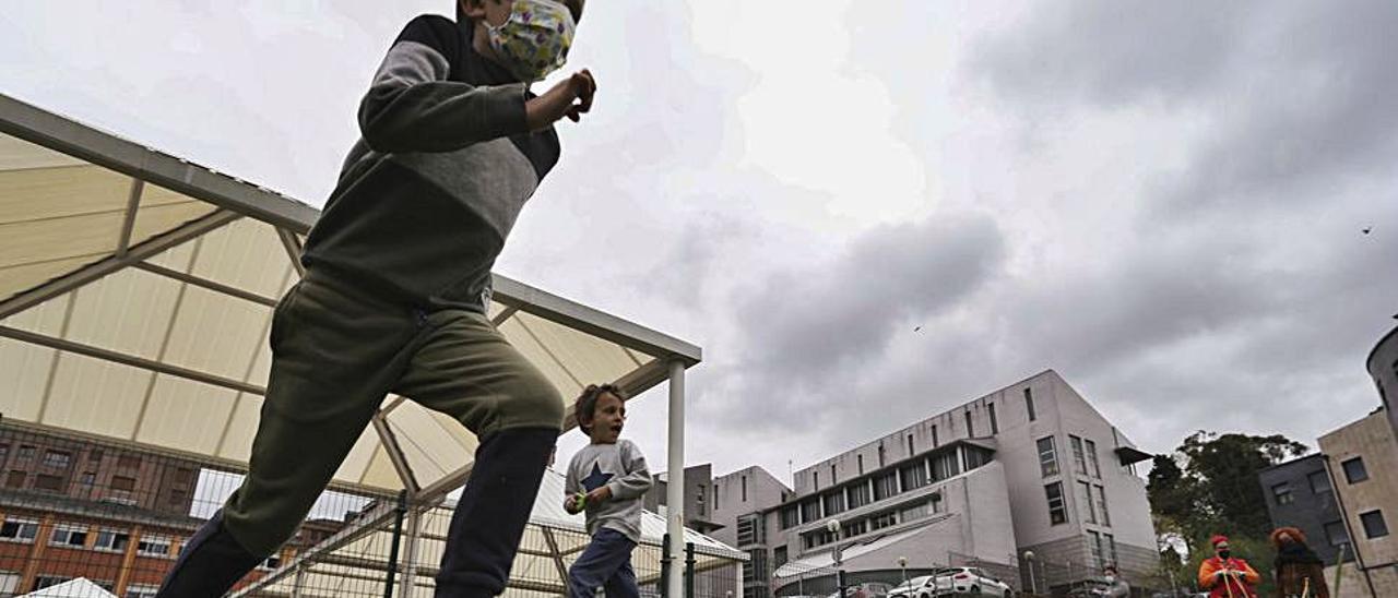 Pablo y Jorge Díaz corren en el colegio del Quirinal. | Ricardo Solís