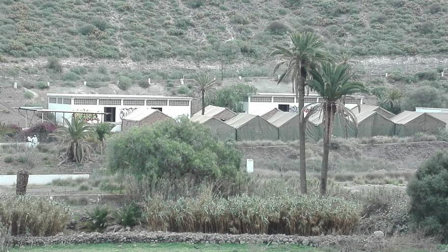 El Ejército monta un campamento para 800 migrantes en Barranco Seco