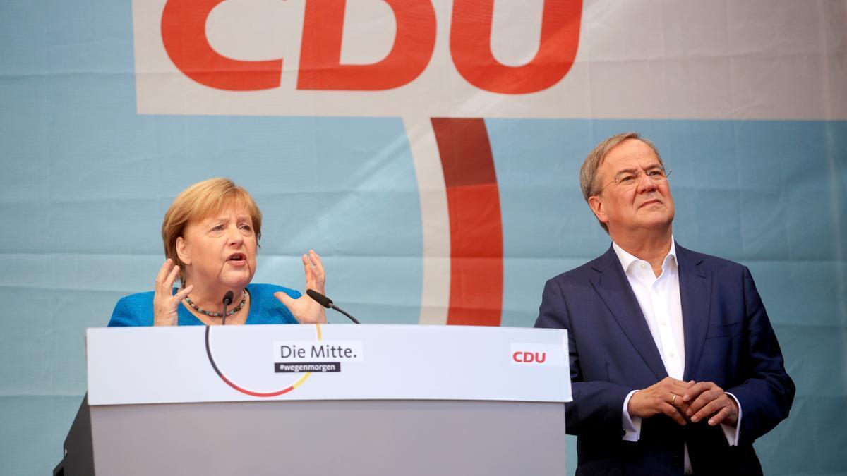 Angela Merkel y Armin Laschet.